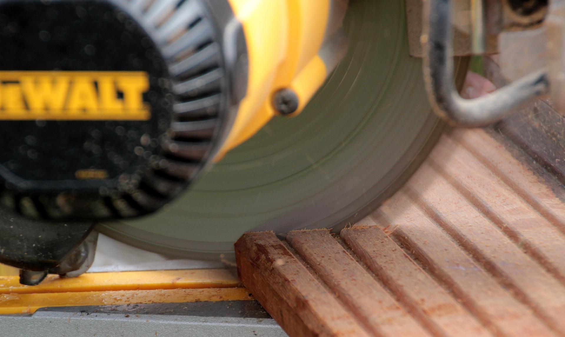 sav træ bygge tømrer hus