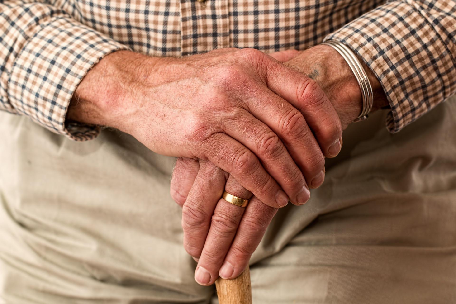 pension alder gammel hænder