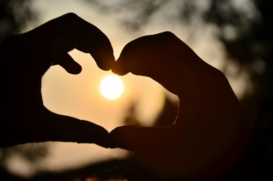 hænder hjerte kærlighed kærester kære sol